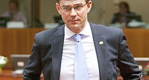 Tenta di accoltellare il premier finlandese