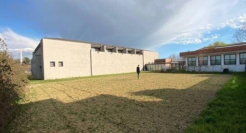 L'area adiacente al plesso scolastico Vespucci a Campocroce in cui sarà piantumato il nuovo boschetto urbano