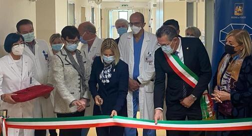 Taglio del nastro della Week Surgery con l'assessore Lanzarin, direttore IOV Benini, il direttore del Dipartimento di Chirurgia dello IOV Pilati, e il sindaco Marcon.