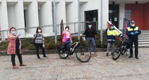 la consegna delle biciclette