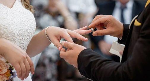 Covid: matrimonio con 11 positivi, contagiato pure lo sposo