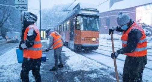 Ondata di maltempo travolge il Nord Italia, neve ovunque e disagi