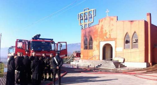 Incendio distrugge la chiesa ortodossa di Montaner