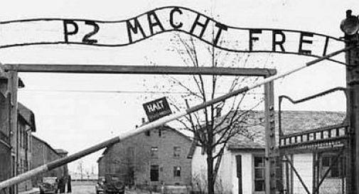 Grillo usa Auschwitz e Levi Comunità ebraica: