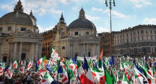 Pd in piazza contro il governo