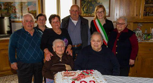 Auguri a Pasqua Lorenzon, 102 anni e non sentirli