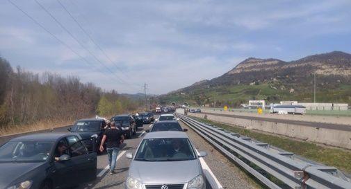 Imprenditori veneti bloccano autostrada e sequestrano autogrill