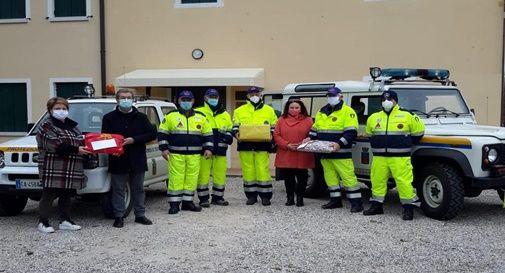 """L'associazione """"Oasi d'Incontro"""" ha consegnato i doni raccolti alla Protezione Civile, che li distribuirà nei prossimi giorni"""