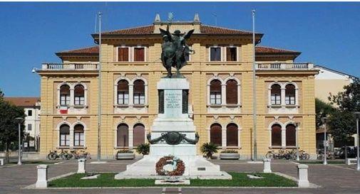 Dalla facciata del municipio di Mogliano Veneto è stato tolto lo striscione su Giulio Regeni