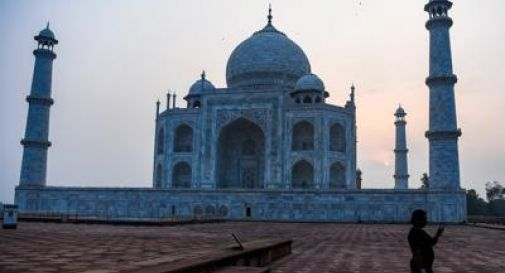 Covid, in India riapre il Taj Mahal