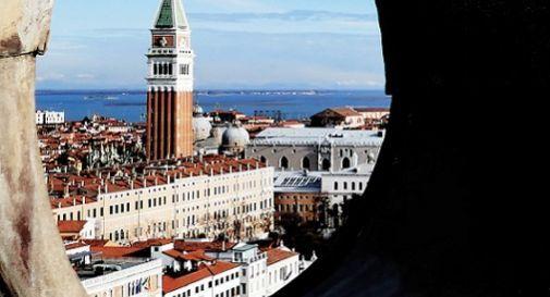 A Venezia il Cinema Galleggiante, lo schermo è in laguna