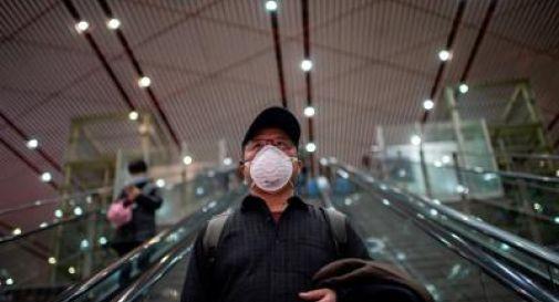 La provincia dell'Hubei fuori dalla quarantena: le persone in strada, con la mascherina, ringraziano i medici e i sanitari