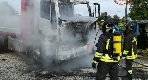 fiamme all'autocarro a Meareno