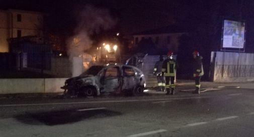 l'auto incendiata ieri a Chiarano