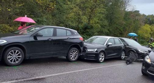 Incidente a tra Pieve di Soligo e Refrontolo, cinque mezzi coinvolti: code chilometriche e traffico in tilt