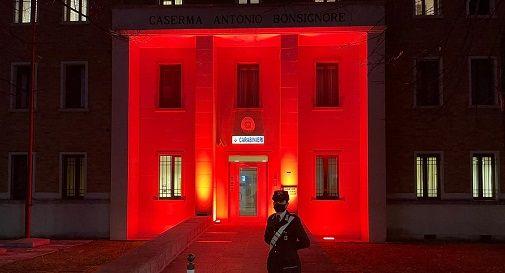 Dall'imbrunire le caserme dei Carabinieri di Conegliano e Vittorio Veneto colorate di arancione
