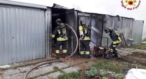 Villorba, incendio al ricovero attrezzi