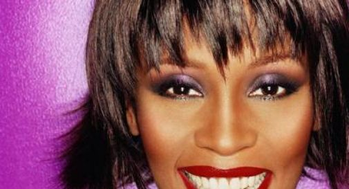 Whitney Houston abusata dalla cugina