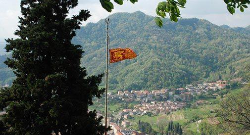 Leoni di San Marco prendono il posto delle bandiere Tricolore