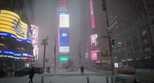 Bufera di neve su New York, la Grande Mela in tilt