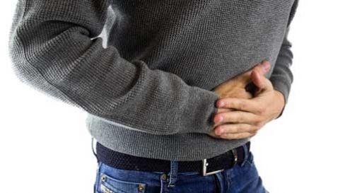 Come curare lo stomaco gonfio: cause e rimedi per questo disturbo comune
