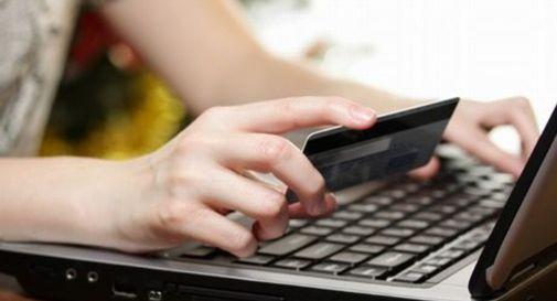 Truffa donna sul web e le porta via 2.700 euro, denunciato un trevigiano