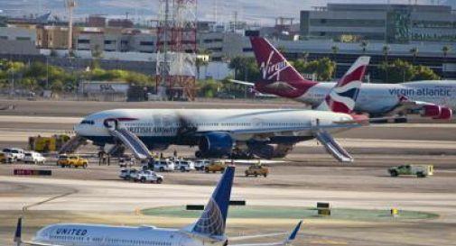 Aereo prende fuoco in aeroporto Las Vegas, 13 feriti
