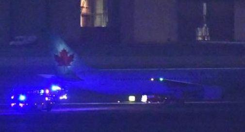 Boeing con una ruota ko, atterraggio d'emergenza