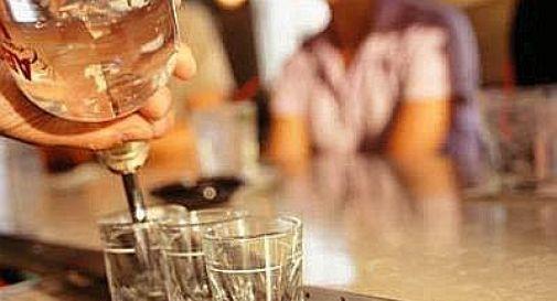 Pordenone, alcol a minori durante 'drinking game': Gdf denuncia e sanziona 2 baristi
