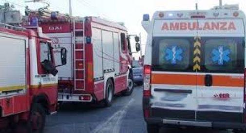 Camion si schianta contro cavalcavia, muore l'autista