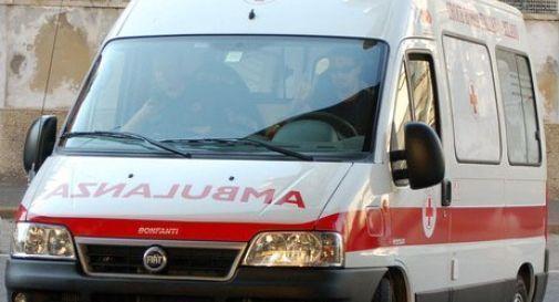 Auto contro moto, 21enne centauro ricoverato in ospedale