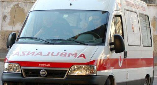 Ciclista cade e finisce in ospedale