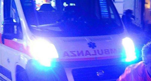 Incidenti, frontale tra due auto: 6 feriti