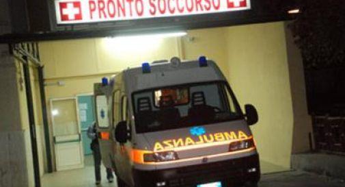 Napoli, colpito da un proiettile mentre era seduto sul divano di casa: è in fin di vita