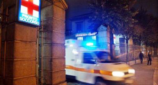 Scende per cambiare la gomma dell'auto, 23enne travolto e ucciso nel napoletano