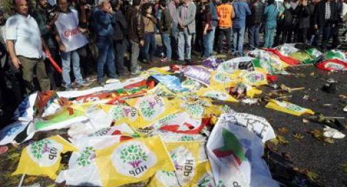 Strage ad Ankara, kamikaze in azione: 97 morti