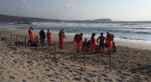 Si tuffa sfidando il mare agitato. Turista veneziano muore annegato in Sardegna