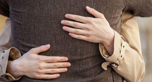 Occhio alla truffa dell'abbraccio: via il Rolex