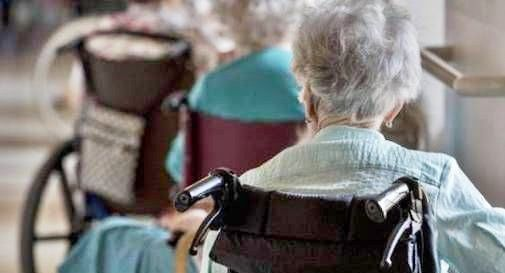 Anziana ricoverata in casa di riposo