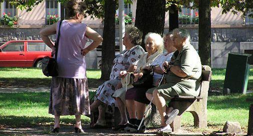 Anziani delle case di riposo s'incontrano per parlare del primo amore