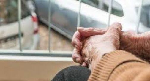 Schiaffi e insulti ad un'anziana malata: arrestata la badante