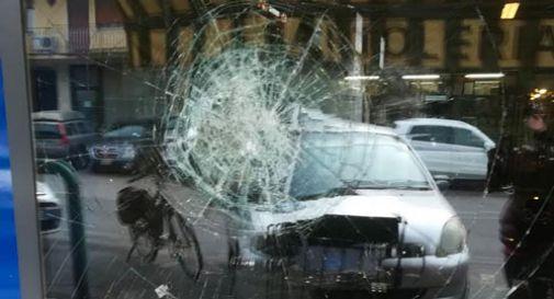 Atto vandalico a Vazzola: ignoti hanno tirato un sasso contro una vetrina