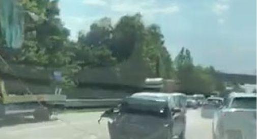 Auto tampona furgone: rallentamenti sulla Postumia