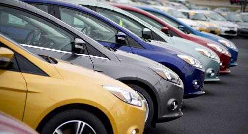 Falsificavano i documenti per vendere auto rubate all'Est: due arresti
