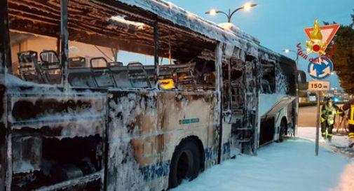 I passeggeri sentono puzza di bruciato, autobus Actv va a fuoco