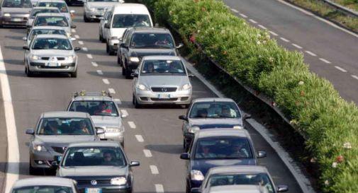 Operaio travolto e ucciso da un tir mentre lavora in autostrada