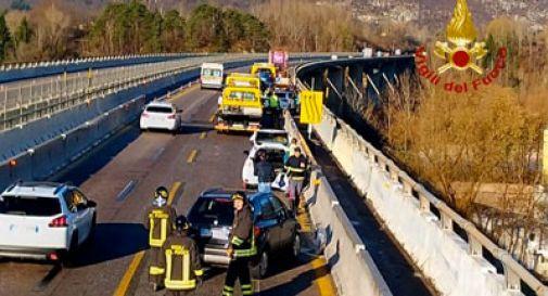 Tamponamento da record sull'A27, coinvolte 11 auto: traffico in tilt