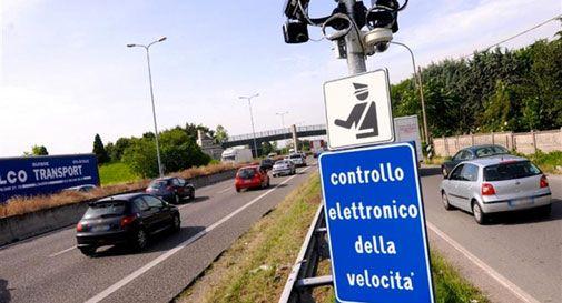 Supera il limite di un km/h, ma gli arriva una multa da 44 euro