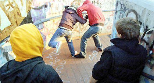 Giovane bullo picchia ed estorce denaro ad un coetaneo: arrestato