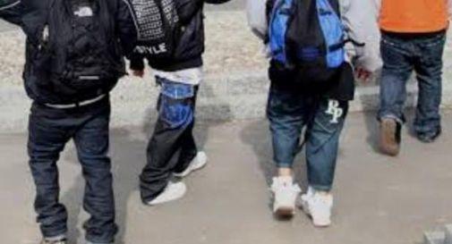 Gruppetto di minorenni aggredisce e rapina coetanei
